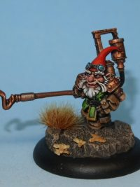 Gnome mini with hooked weapon